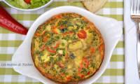 Frittata à la feta, tomates cerise, olives et coeurs d'artichauts