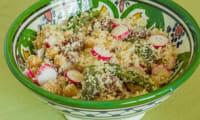 Salade de semoule aux asperges, radis et tomates confites