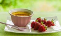 Crème à la vanille, brochettes de fraises