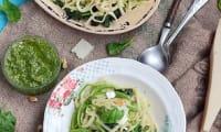 Pâtes aux épinards, asperges sauvages et pesto de roquette