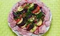 Salade de pommes de terre, betteraves, tomates et jambonneau
