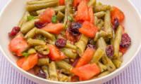 Salade de tomates, haricots verts, canneberges et menthe