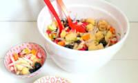 Salade de pommes de terre, myrtilles, pommes, mimolette et radis