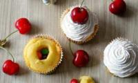 Cupcakes aux Skittles et à la cerise