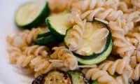 Poêlée de pâtes aux courgettes et aux amandes effilées