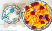 Salade de melon, pêches, prunes et framboises au sirop de gingembre