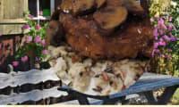 Cuisses de poulet en papillotes au barbecue, sauce au vin