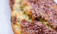Cake au saumon fumé, à la coriandre et aux graines de lin