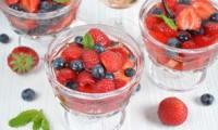 Soupe glacée aux fruits rouges et au vin rosé