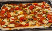 Pizza aubergines jambon et mozzarella
