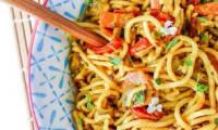 Nouilles chinoises au lait de coco et petits légumes croquants