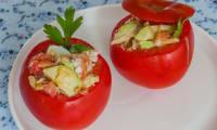 Tomates farcies au crabe et à l'avocat