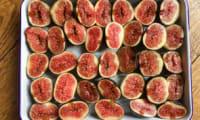 Crumble délicieux aux figues et noix de pécan