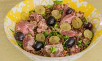 Salade de lentilles au confit de canard et raisins frais