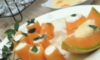 Enroulés de melon, mousse de ricotta, sirop de menthe réglisse
