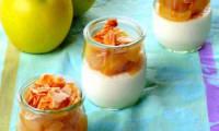 Panna cotta légère aux petits suisses, pommes et poires caramélisées