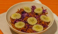 Salade de chou rouge et carottes aux pommes et bananes