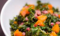 Poêlée de chou kale, aux carottes et aux lardons