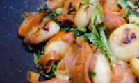 Poêlée de gnocchi au chou vert et carottes