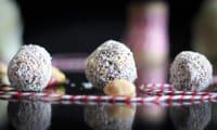 Energy Balls rapide pruneaux, pistaches, coco