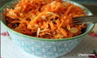 Salade coleslaw de carottes au curry végétalienne