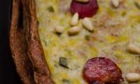 Gâteau de crêpes de sarrasin aux poireaux et chorizo