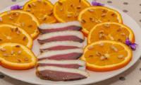 Salade d'orange au magret de canard et aux pignons de pin
