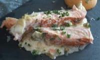 Darne de saumon et sa sauce à la crème et poireaux