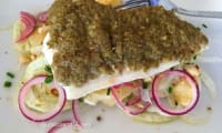 Filet de loup en croûte de tapenade et salade de fenouil