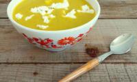 Soupe courgettes, carottes, fromage de chèvre et curry