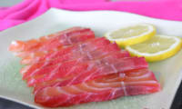 Saumon gravlax à la betterave rouge et vodka