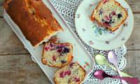 Cake myrtilles, framboises, citron vert et noix de coco