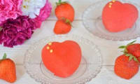 Entremets coeur aux fraises, insert gelée de fraises
