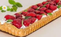 Tarte à la chantilly, aux fraises et au basilic