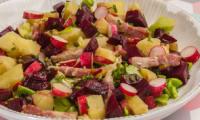 Salade de pomme de terre aux betteraves et lardons