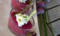 Verrine de betterave et fromage frais aux aromates du jardin