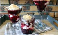 Trifle à la confiture de fraises et myrtilles