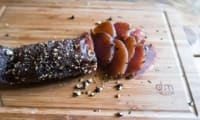 Filet de porc façon saucisson au poivre et herbes