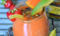 Smoothie papaye, fraise, mangue et curcuma