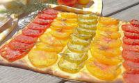 Tarte fine à la tomate et moutarde