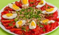 Salade de tomates au thon et aux oeufs durs