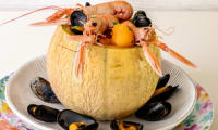 Melon en coque aux langoustines et aux moules
