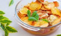 Un gratin de patates douces et tomates