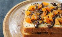 Brioche abricot, romarin et chocolat