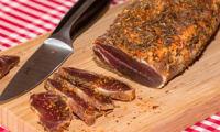 Filet mignon de porc séché séché au piment d'Espelette