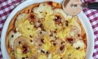 Pizza à la belge aux poires, fromage de Herve, sirop de Liège et noisettes