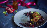 Seitan, riz nérone épicé, fruits frais et sa sauce mangue