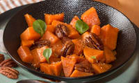 Patates douces rôties au sirop d'érable, cannelle et pacanes