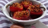 Poivrons farcis au poulet, courgette, semoule et coulis de tomates