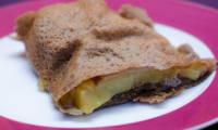 Galette de sarrasin fourrée au pomme de terre, à la raclette et au jambon
